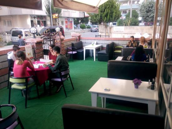 7'den 77'ye Herkes Domino Cafe'de