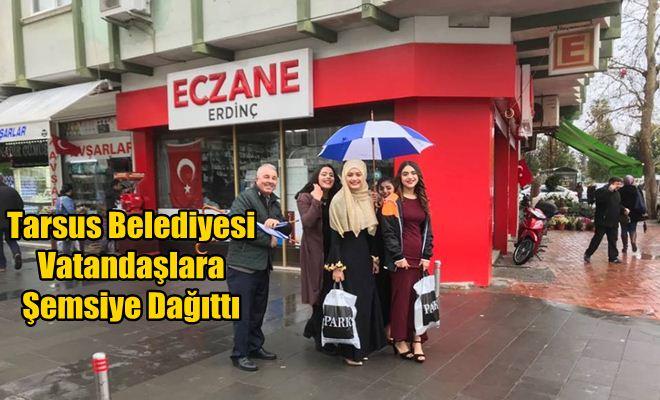 Tarsus Belediyesi Vatandaşlara Şemsiye Dağıttı