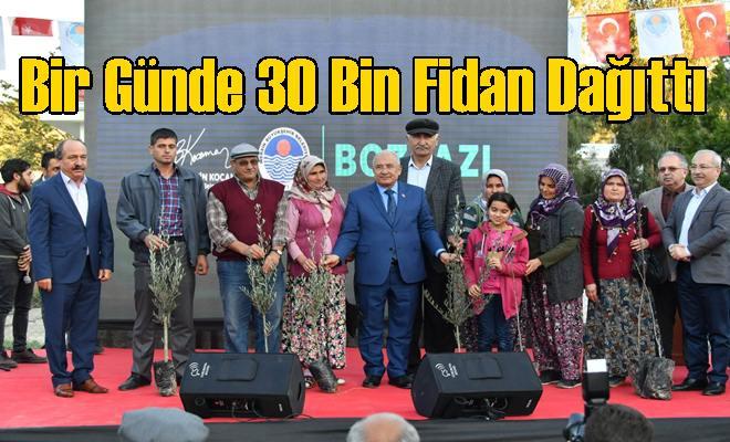 Bir Günde 30 Bin Fidan Dağıttı