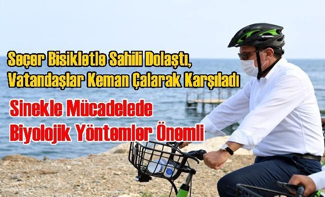 Seçer Bisikletle Sahili Dolaştı, Vatandaşlar Keman Çalarak Karşıladı