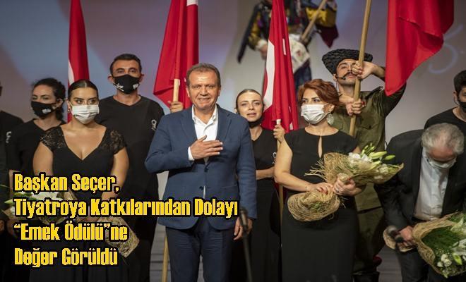 """Başkan Seçer, Tiyatroya Katkılarından Dolayı """"Emek Ödülü""""ne Değer Görüldü"""