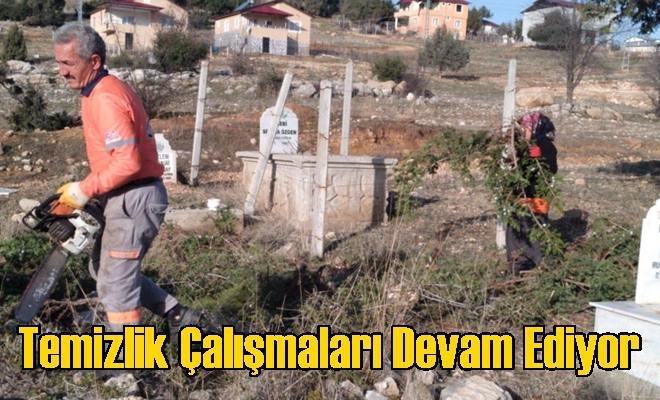 Büyükşehir Ekipleri, Çamlıyayla'da Mezarlık Alanlarda Temizlik Çalışmalarına Devam Ediyor