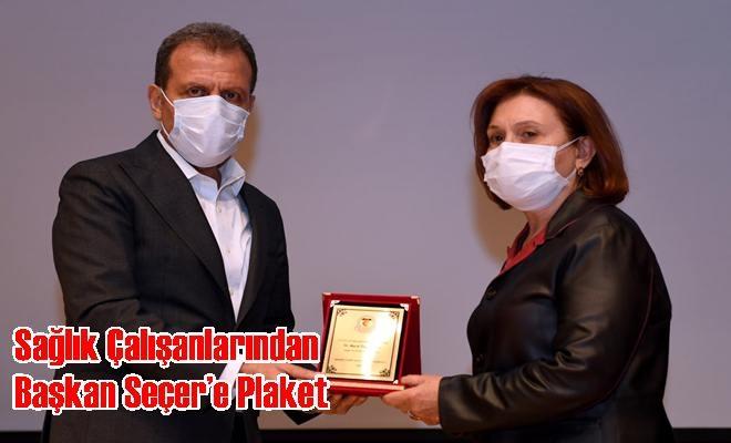 Sağlık Çalışanlarından Başkan Seçer'e Plaket