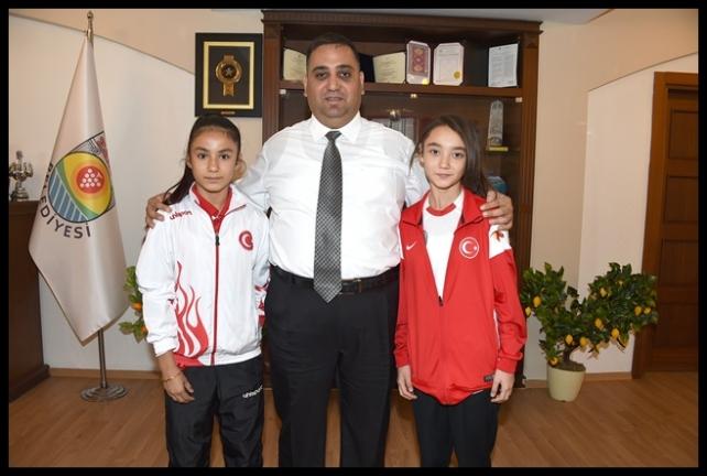 Şampiyon Karatecileri Başkan Can Ödüllendirdi